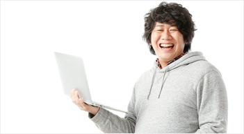 豊富な修理実績で安心して直せたので、男性が笑顔になっている写真
